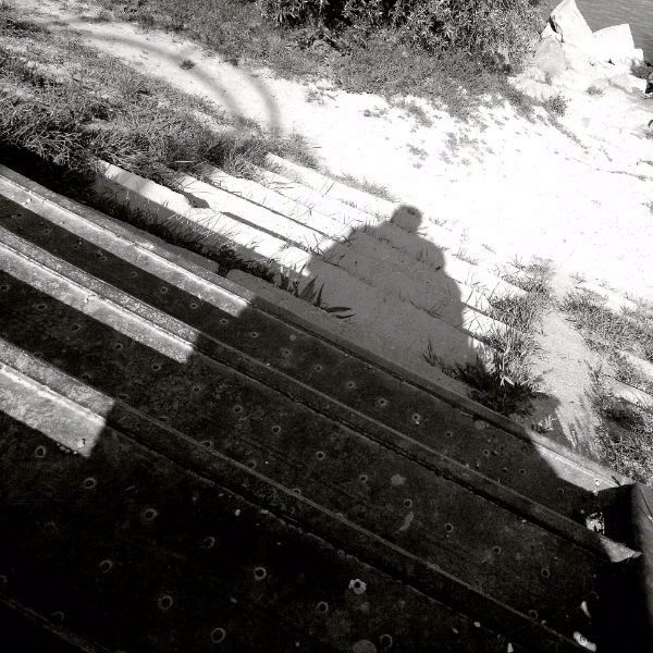 árnyék a lépcsőn