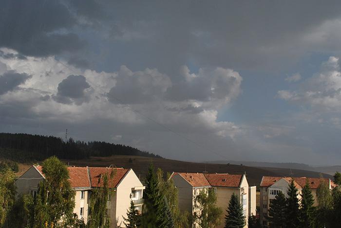 Eső felhők gyülekeznek...