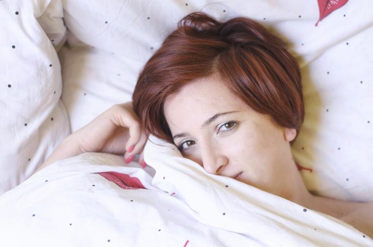 Vörös az ágyamban
