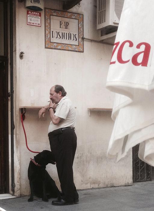Sevilla, egy Katalán kutyával