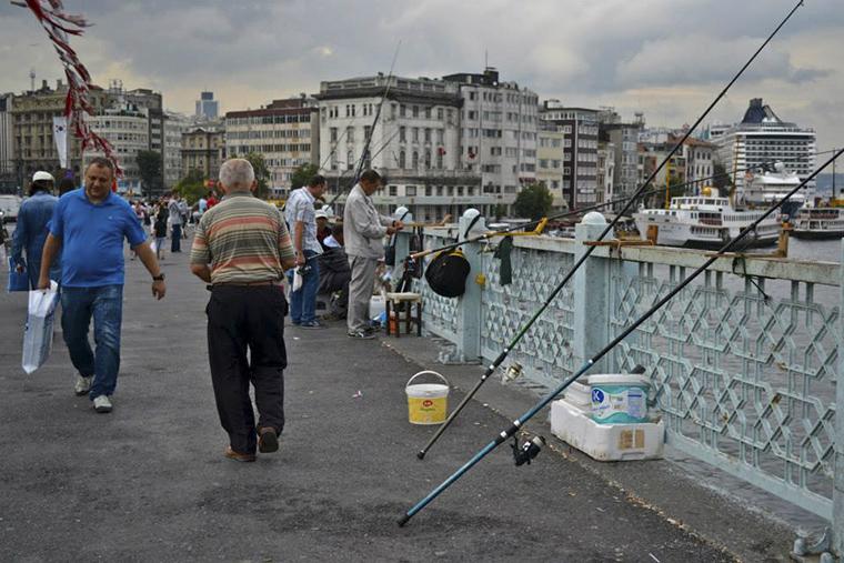 Istanbul - halászok a hídon