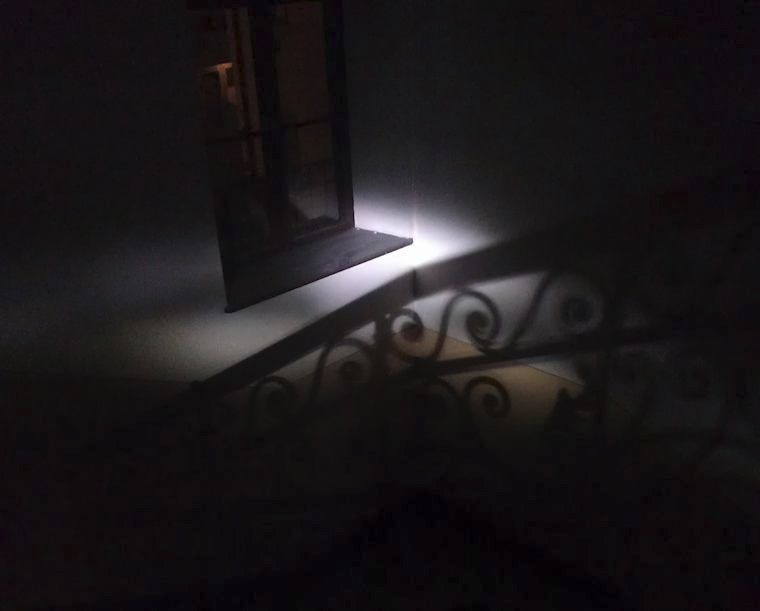 Lépcsőházi impresszió 2