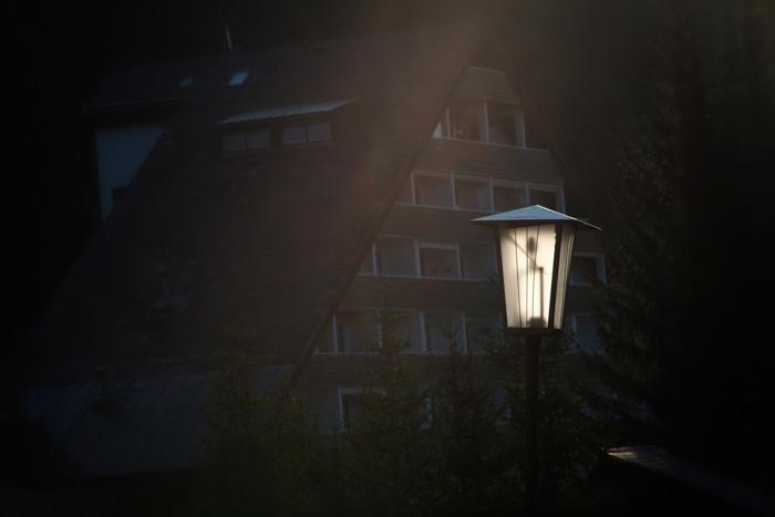 Hajnali lámpafény