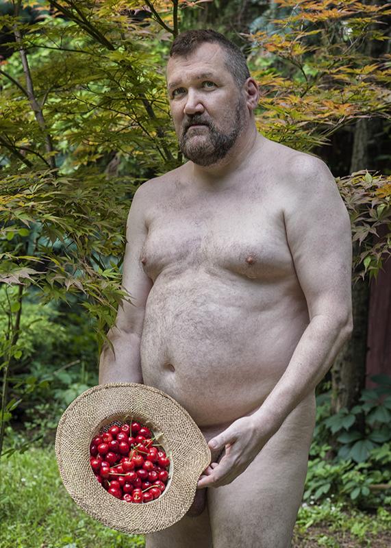 Cseresznyés akt