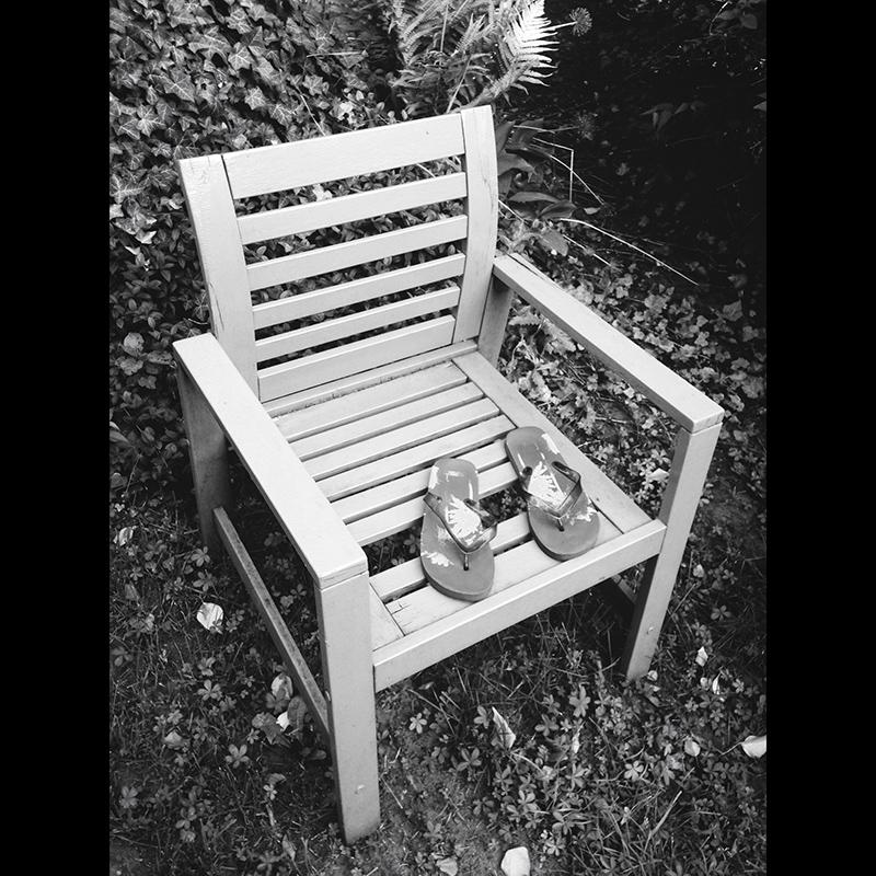 PAZ365/7 - Alszik a széken