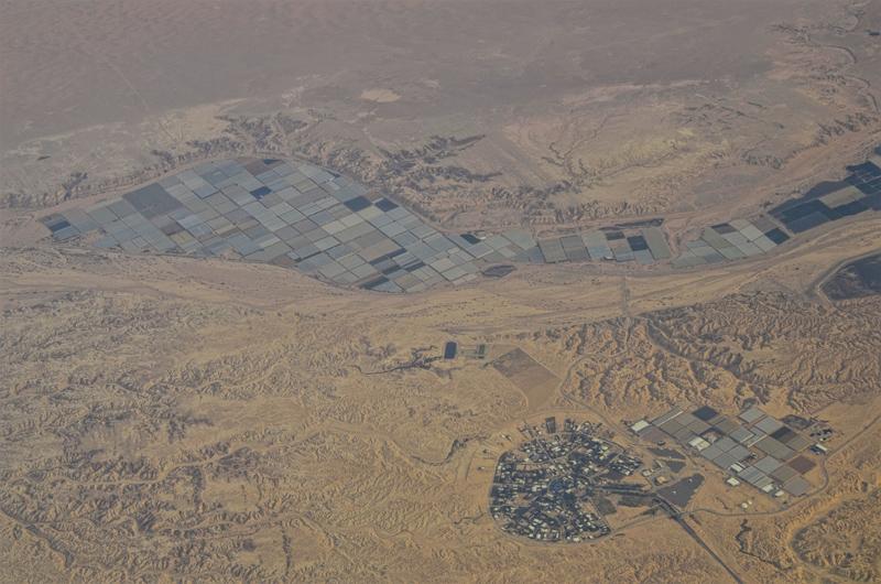 365/102 - A Negev-sivatag felett