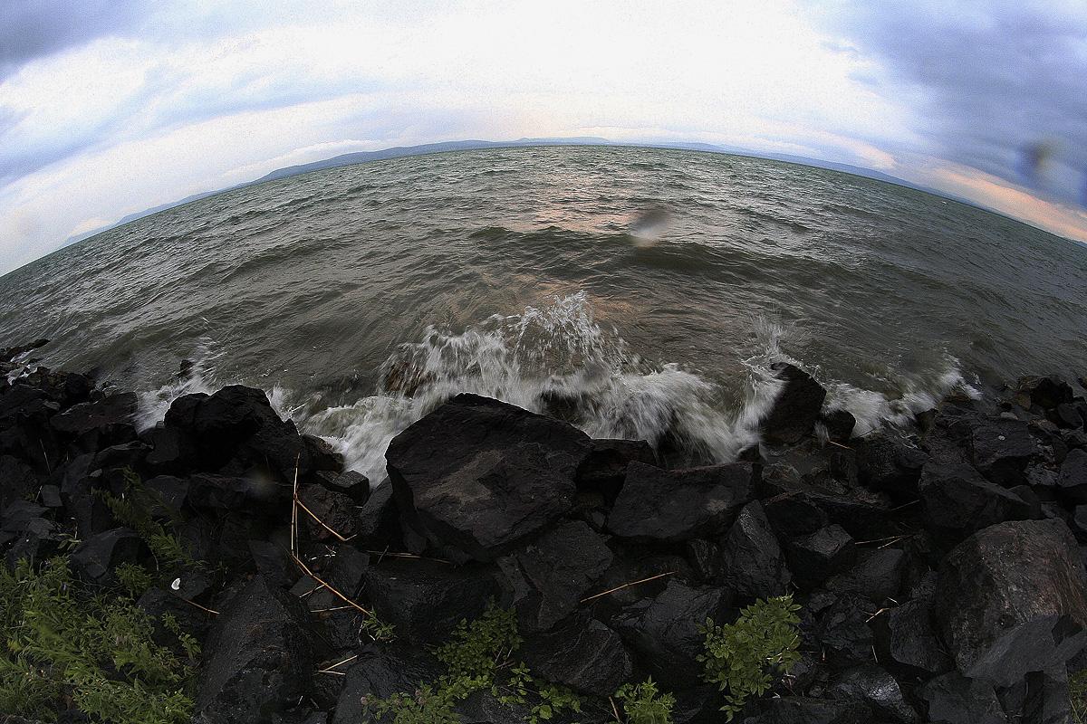 365/28. Feltámadott a tenger...