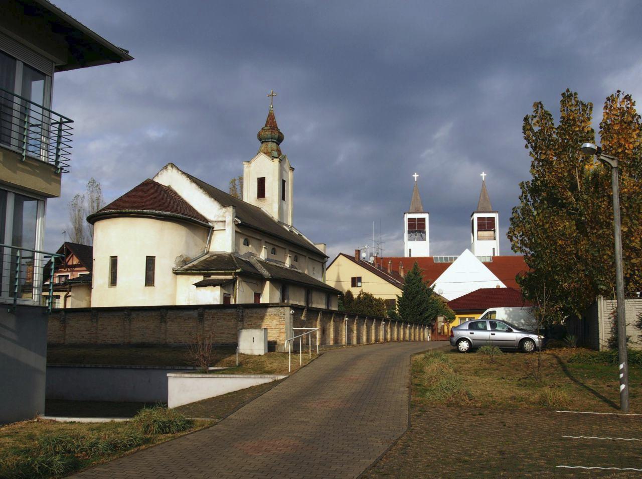 365/134 - Lakópark és templomtornyok