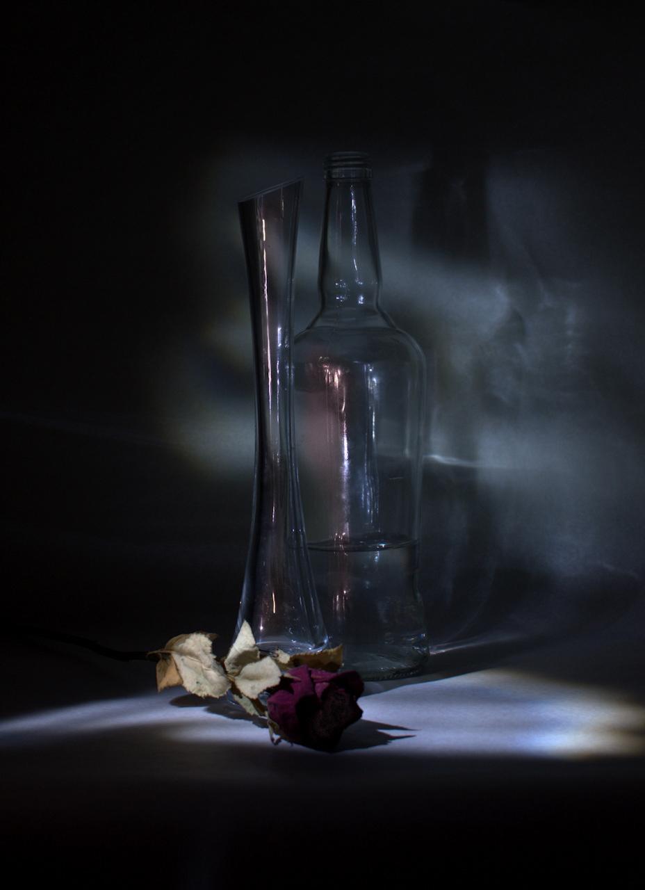 Üvegek és rózsa 1