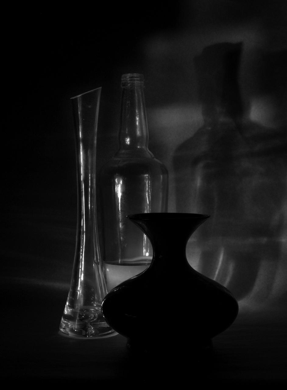 Üvegek és váza
