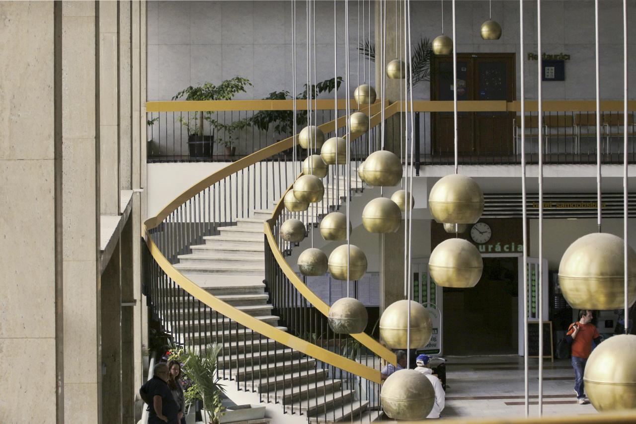 Lámpák és lépcsők