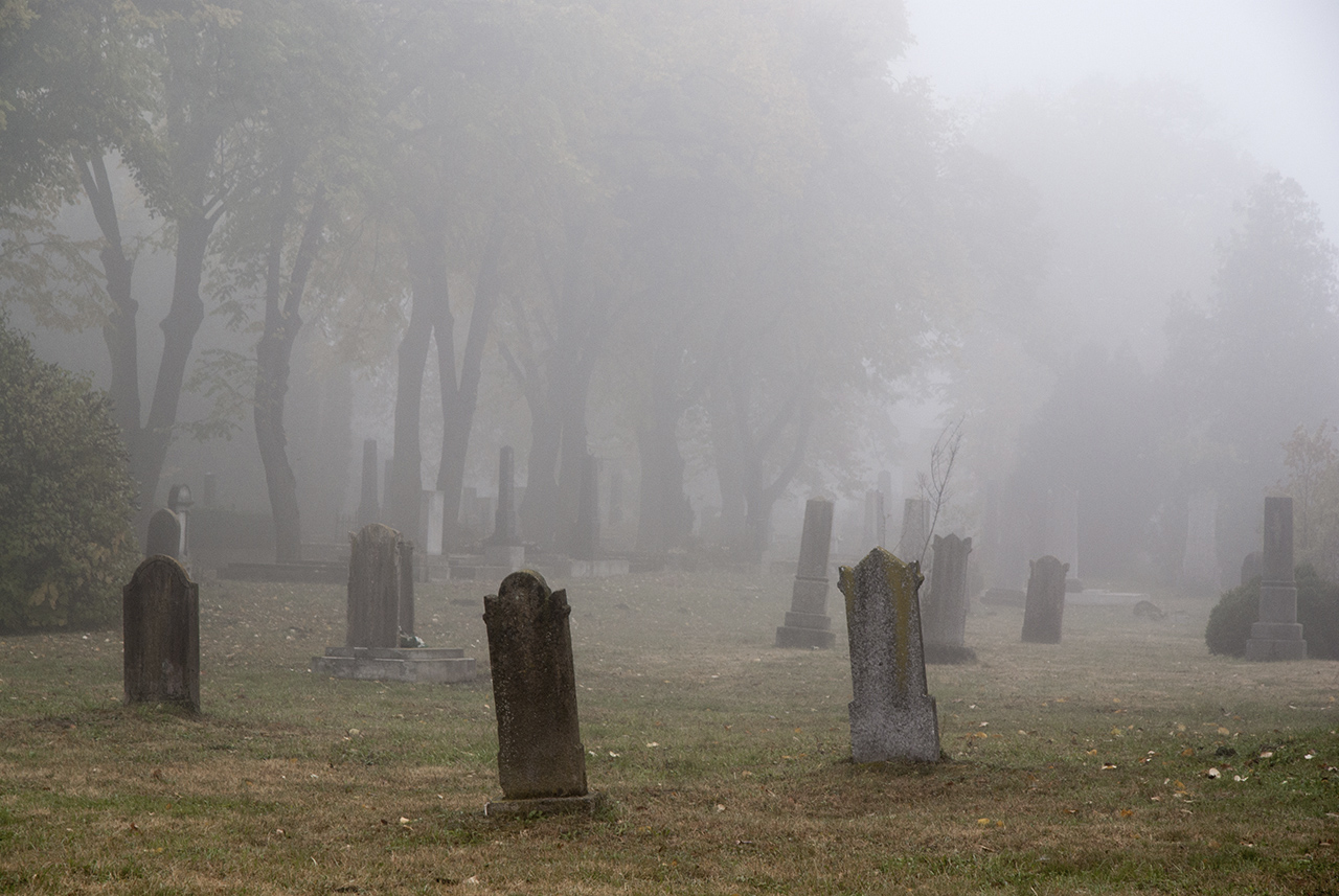 A régi temető Decsen