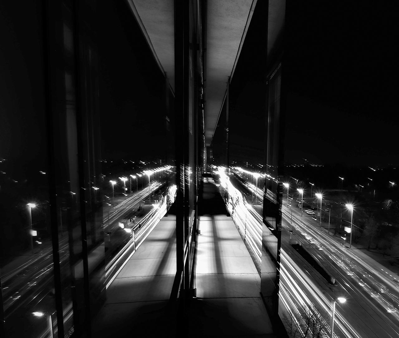A székház ablakából