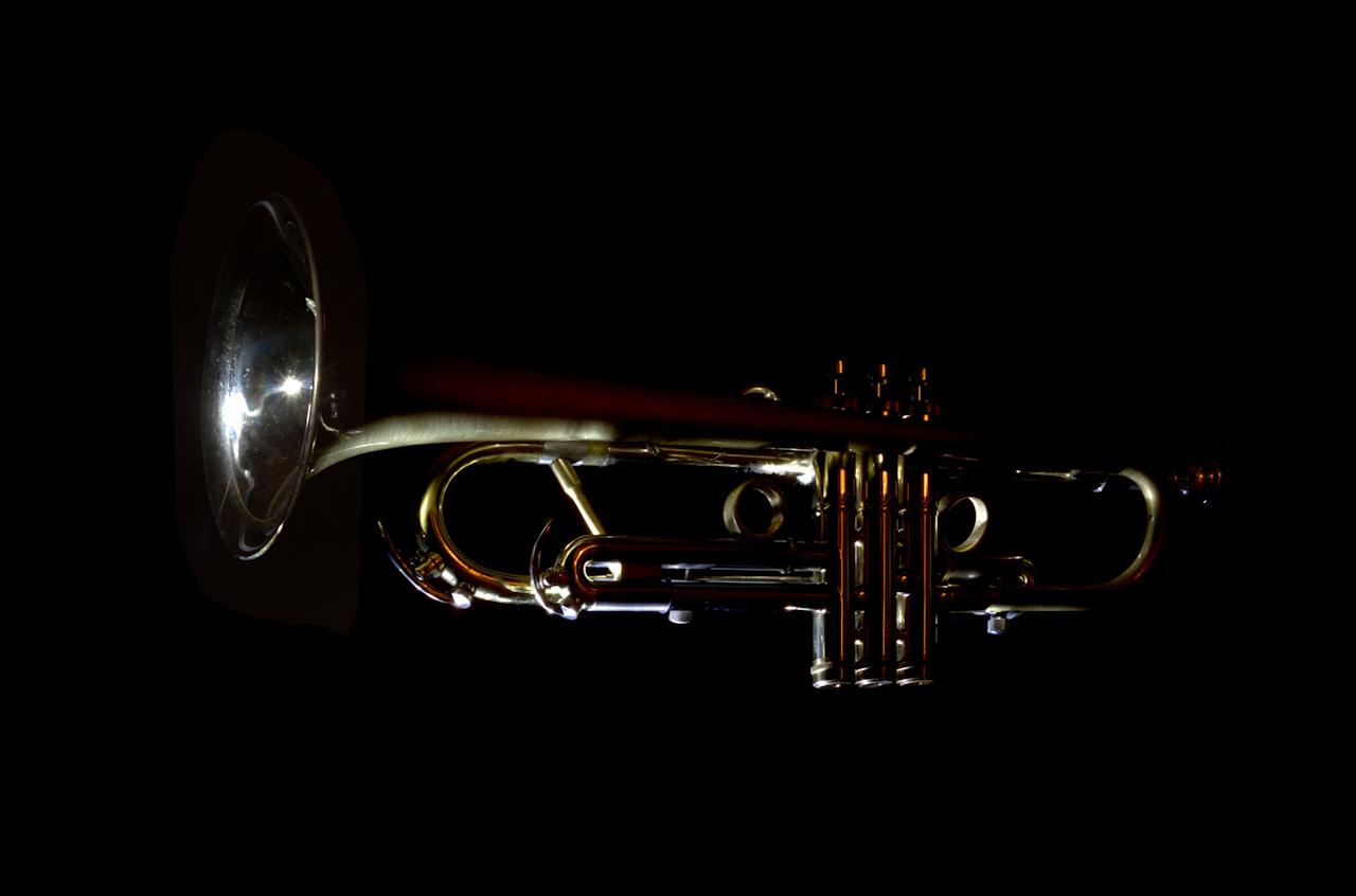 Egész alakos trombitás fotók