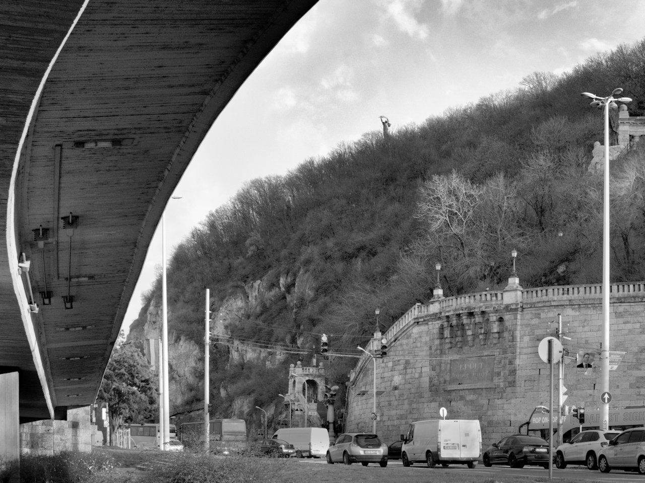 Híd és hegy