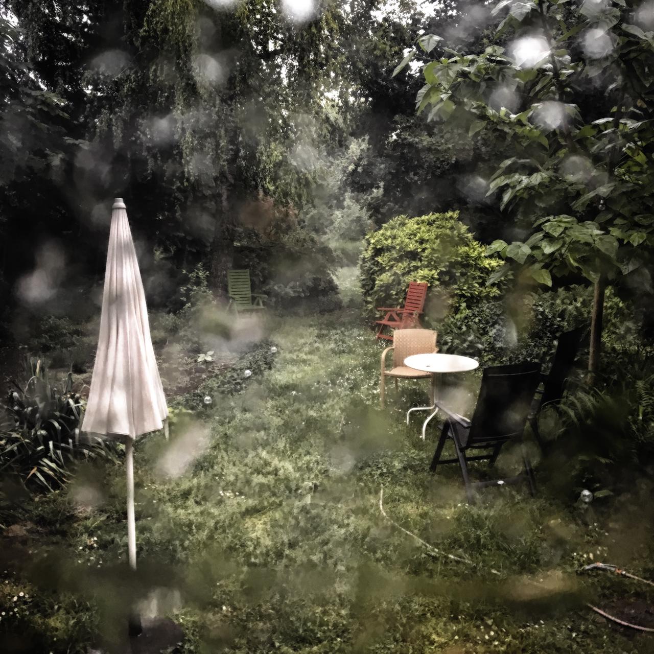 Újra esik