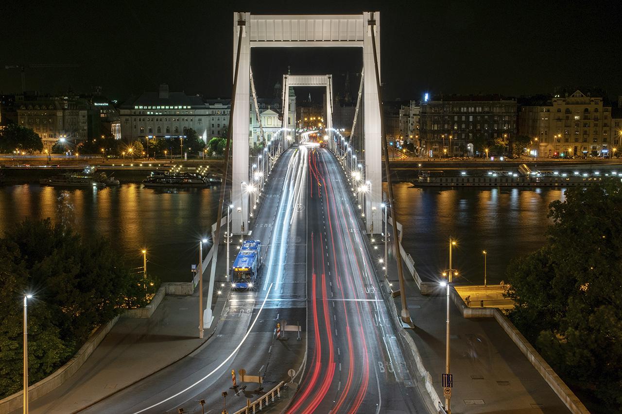 Erzsébet híd este