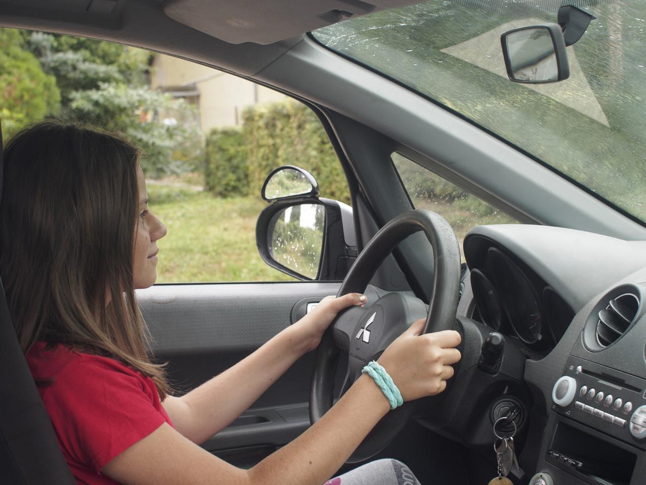 Szidi autót vezet