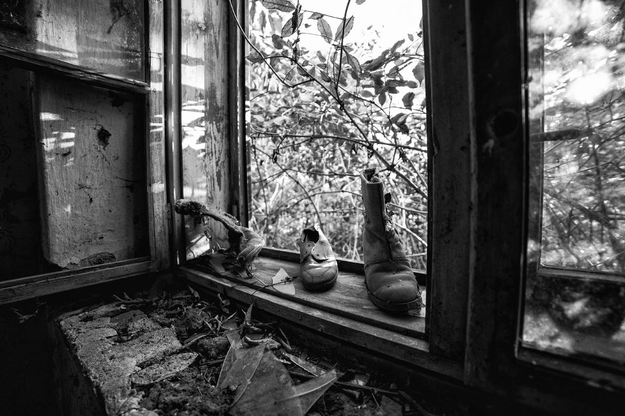 Nagyecsér, Cipők az ablakban