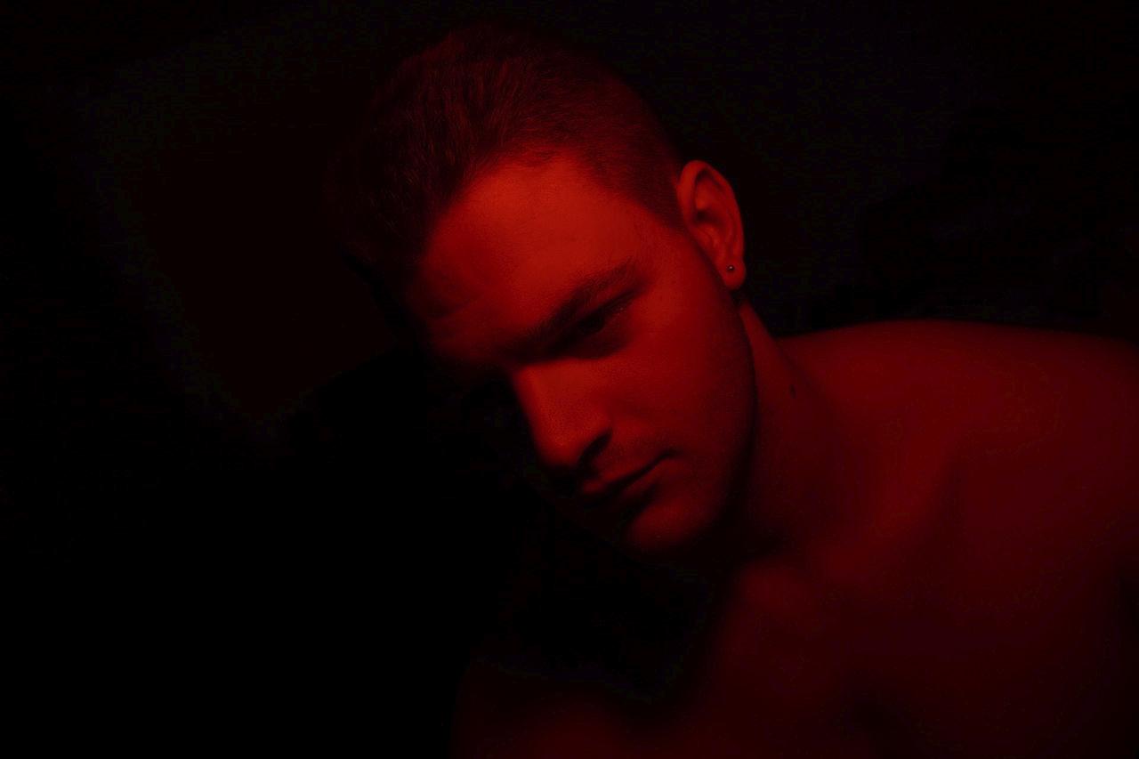 Az izzó sötétségben