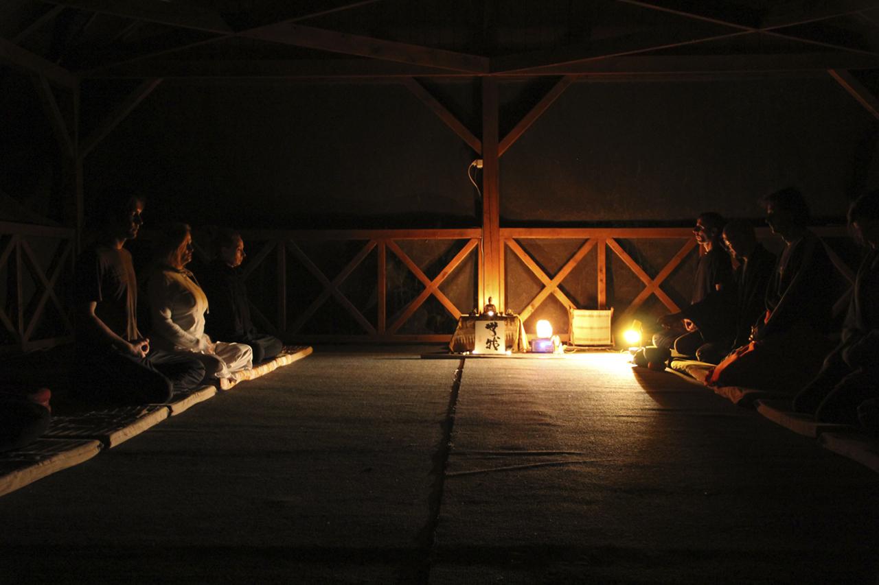 Elvonulás - Éjszakai ülés