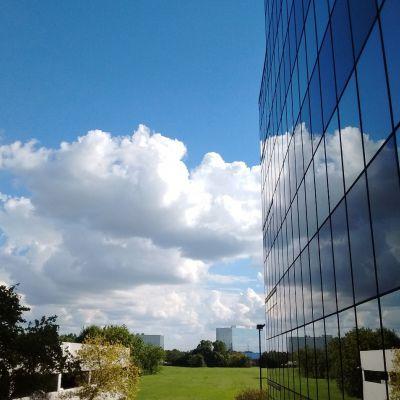 A ház és a felhők
