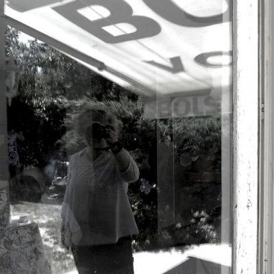 359/365 A fényképezőgép-fejű nő.
