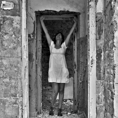 Egy kihalt laktanyában