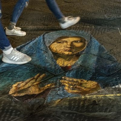 Madonna a földön